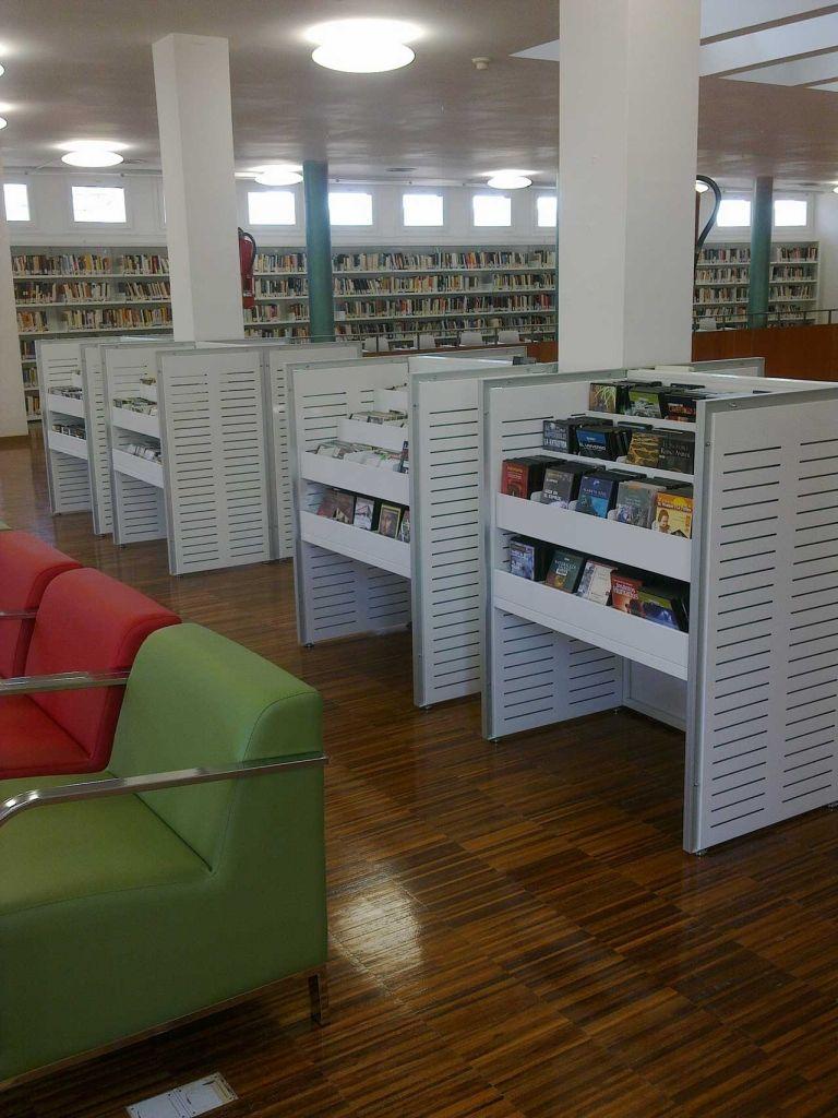 Benedetti media display stand