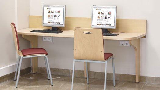 Puesto informático de madera