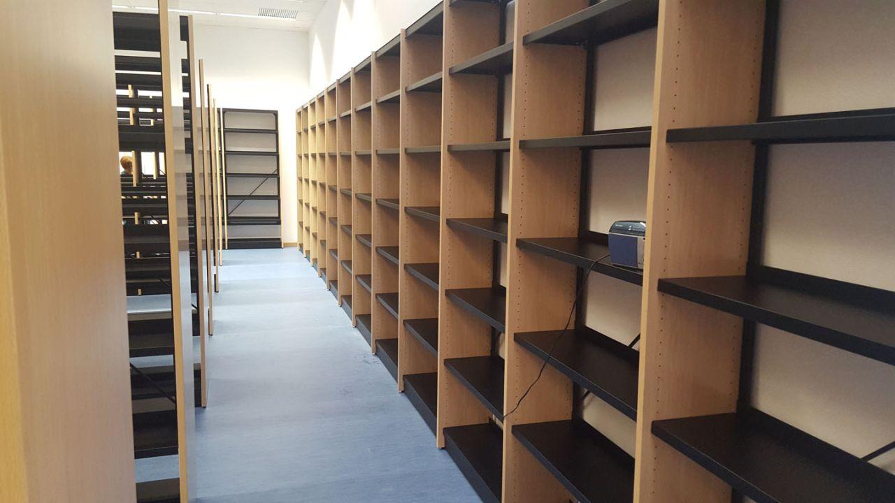 Biblioteca de la Universidad Miguel Hernández de Elche – Edificio Francisco Javier Balmis del Campus de Sant Joan d`Alacant (Alicante)