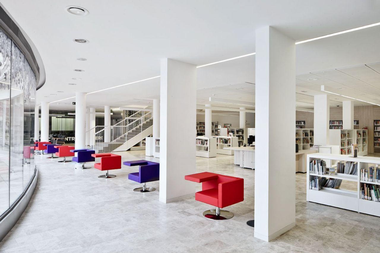 BIBLIOTECA CENTRAL DE CERDANYOLA DEL VALLÈS (BARCELONA)